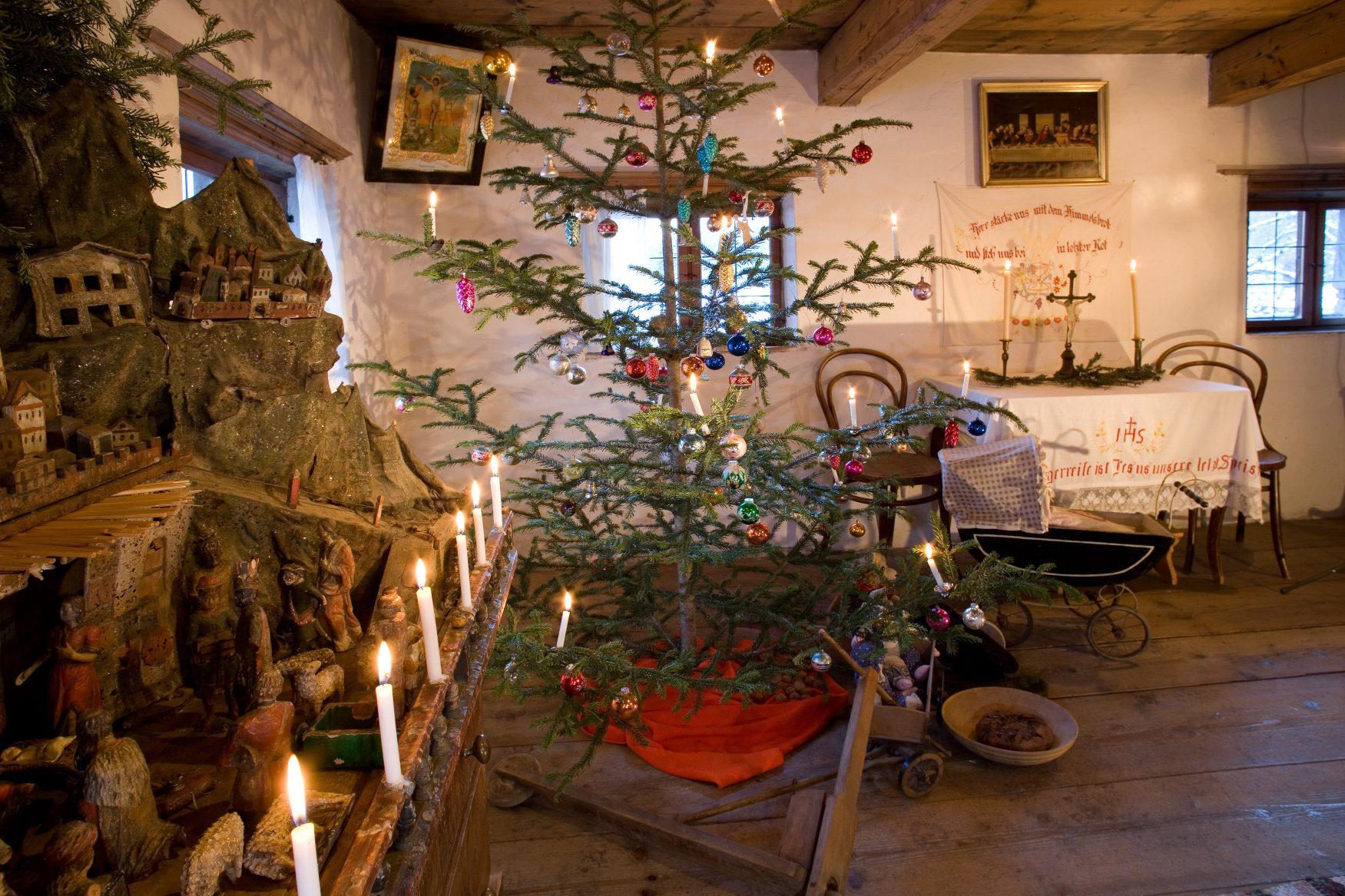 Bauernkammer_mit_Krippe_u_Christbaum_c_www.alpline.at