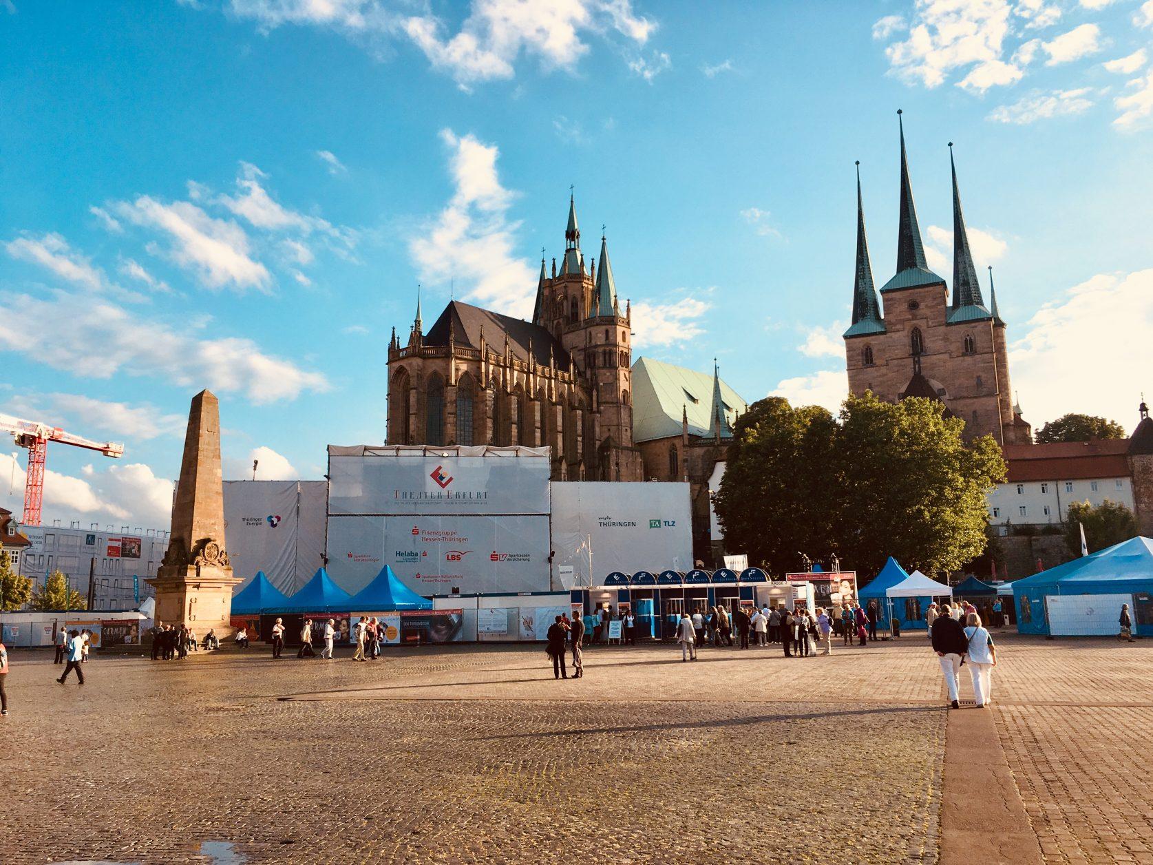 Rechts die Severikircher auf dem Domberg Erfurt