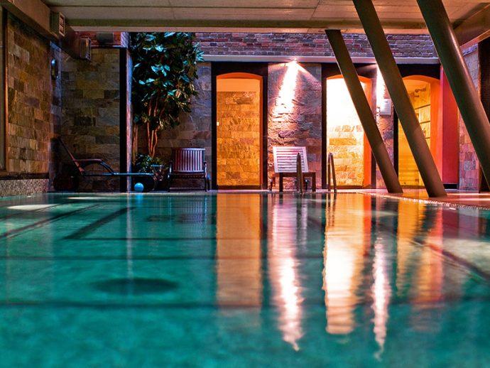 Edel ausgestattet präsentiert sich das Schwimmbad im Hotel Monopol in Katowice, Foto: Hotel Monopol