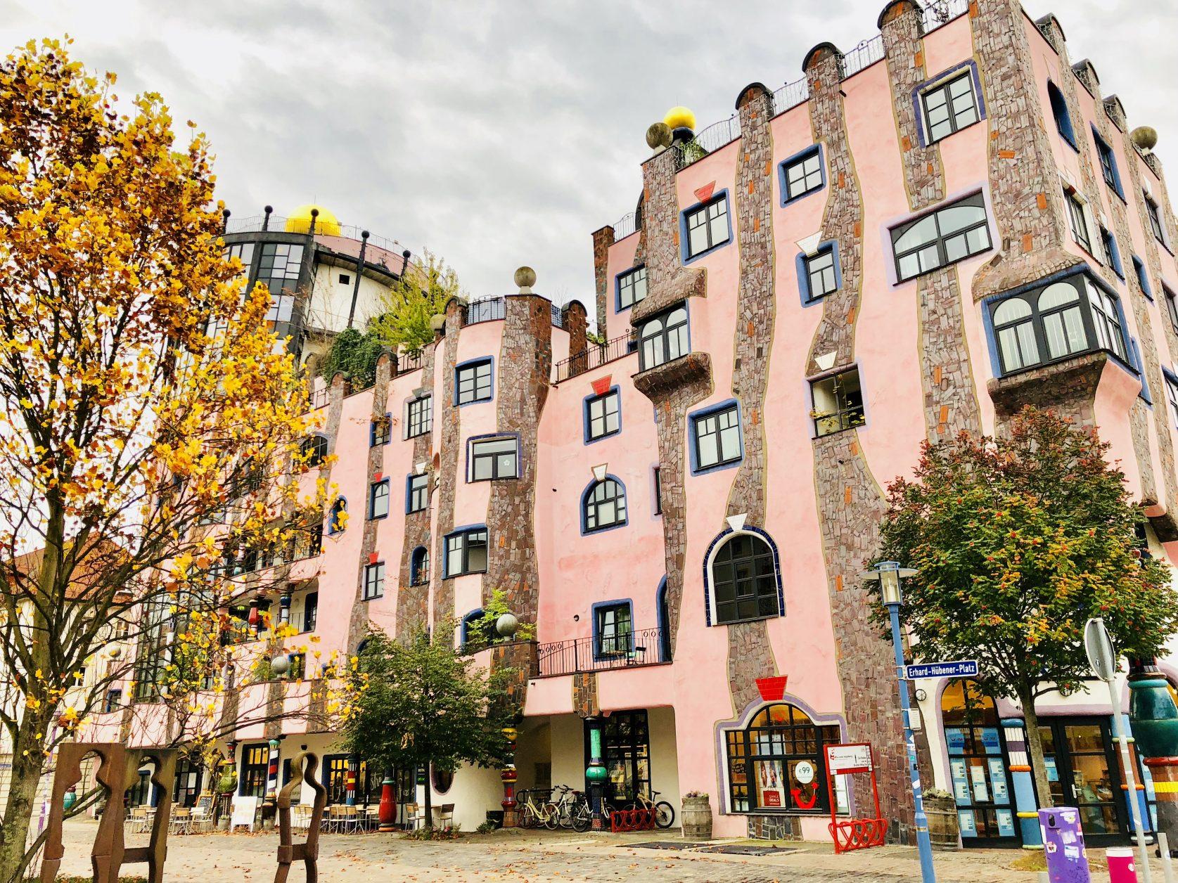 Hundertwasser hat bis kurz vor seinem Tod im Jahr 2000 an den Plänen des Magdeburger Hunderwasserhauses gearbeitet, Foto: Weirauch