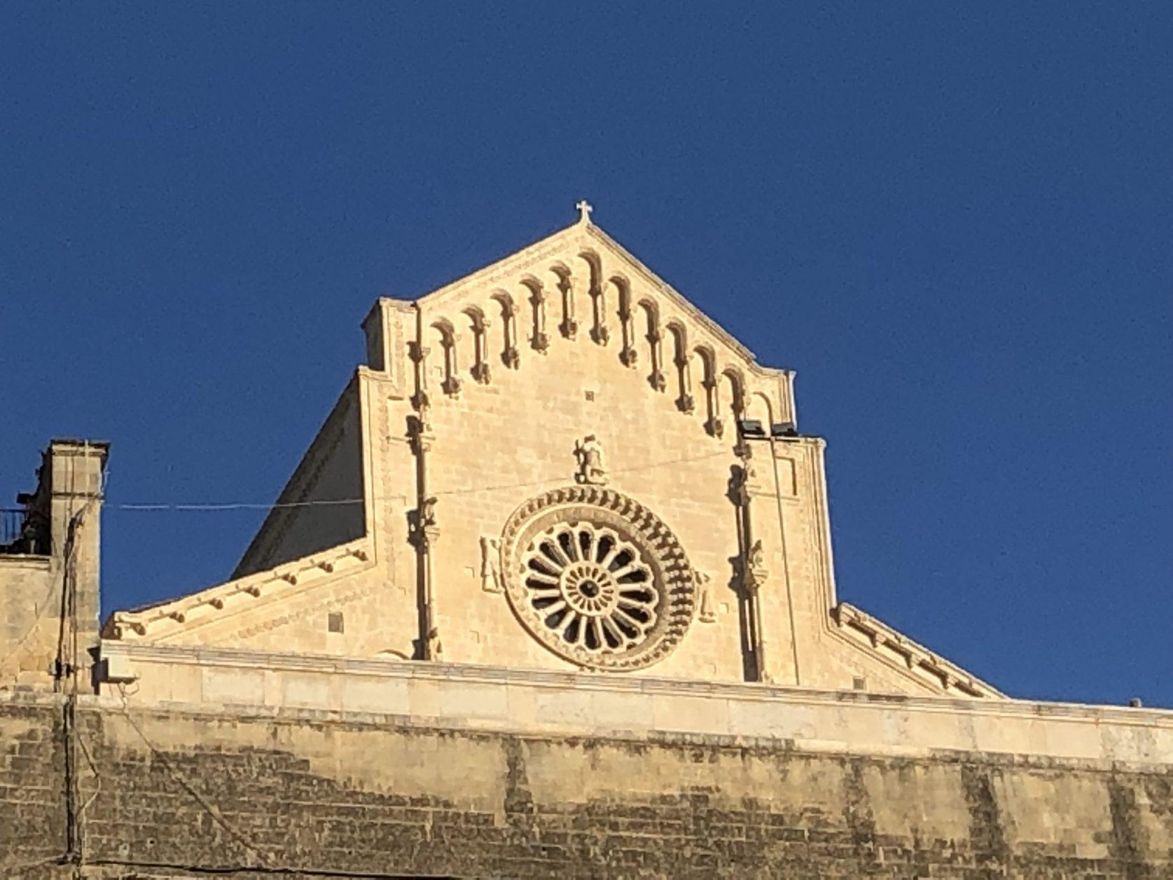 Der Dom von Matera thront über der Höhlenstadt, Foto: Weirauch