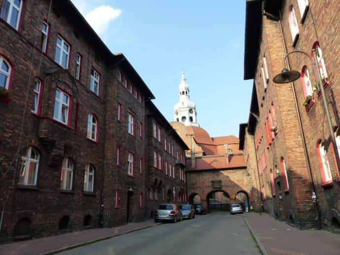 Die Arbeitersiedlung Gieschewald mit den roten Fenstereinrahmungen