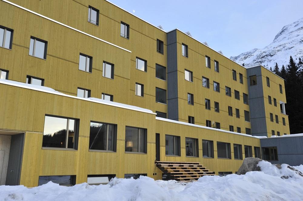 Blick auf die Jugendherberge von St. Moritz