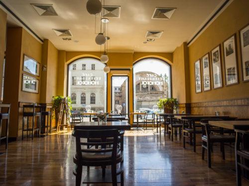 Blick in das Cafe des Hotel Monopol gegenüber dem alten Bahnhof von Katowice, foto Hotel Monopo
