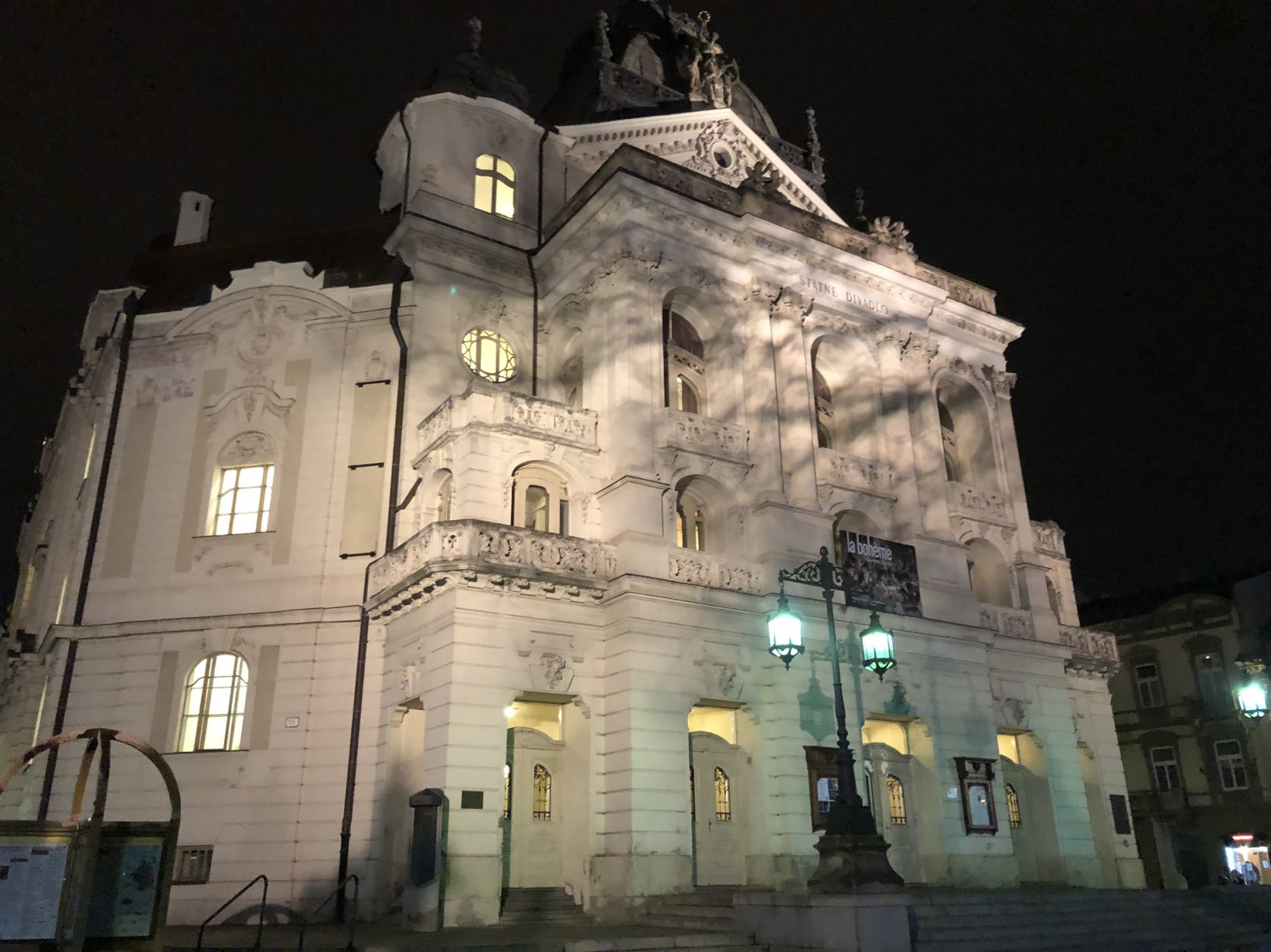 Das Staatstheater Košice wurde im Neobarock von Adolf Lang in den Jahren 1879-1899 errichtet.