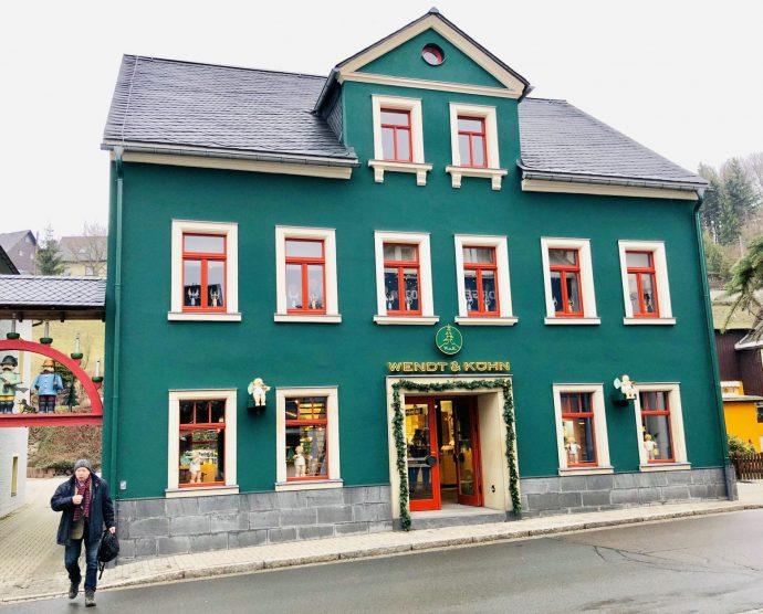 2002 erwarb das Gebäude mit bewegter Geschichte in der Hauptstraße 97 in Seiffen