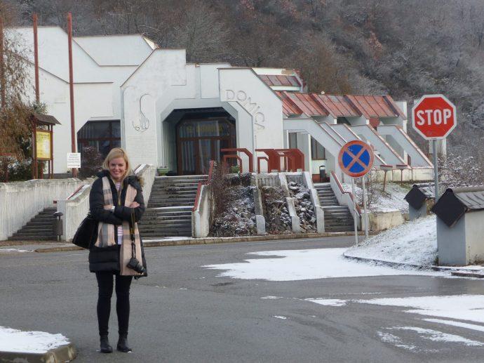 Blick auf den Eingang der Höhle Domica in der Region Kosice