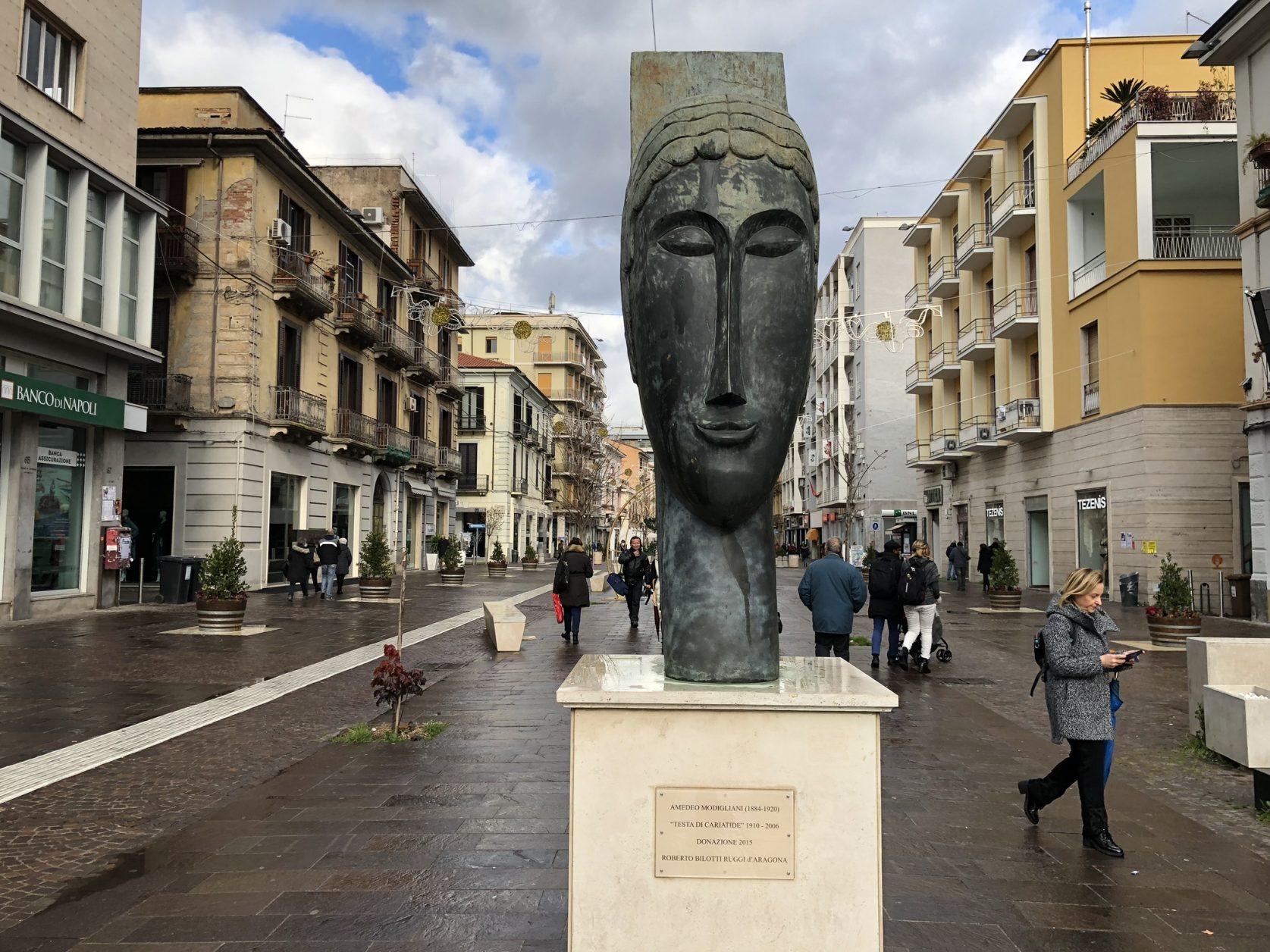 Vielbeachtet sind die Kunstwerke des Freiluftmuseums Musée en plein air Bilotti