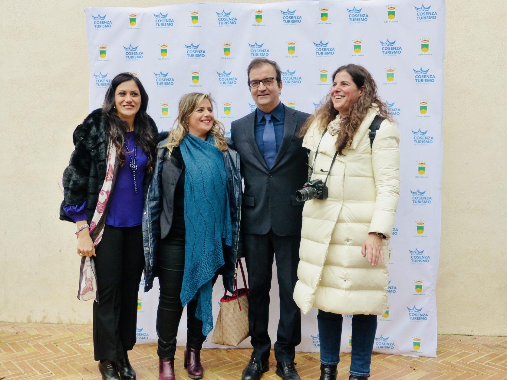 Bürgermeister Mario Occhiuto mit Akteuren des Tourismusforums