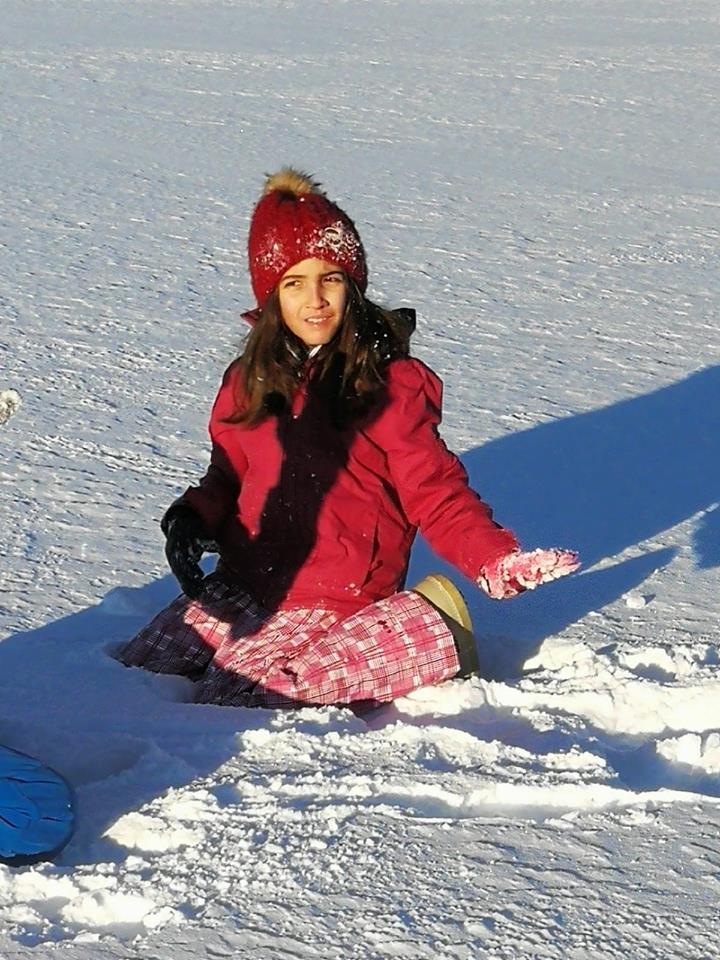Die junge Dame freut sich über den Schnee im schönen Sila Gebirge, Foto: Antonella Prosperati