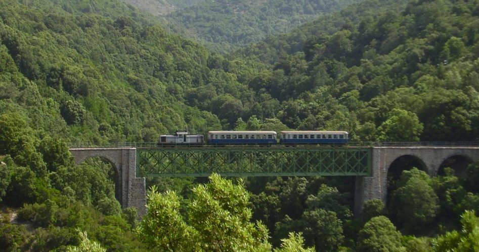Trenino_Verde auf der Brücke_San_Gerolamo©TurismoSardegna