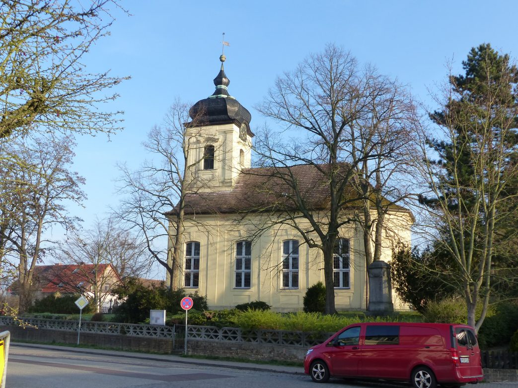 Kirche in Päwesin
