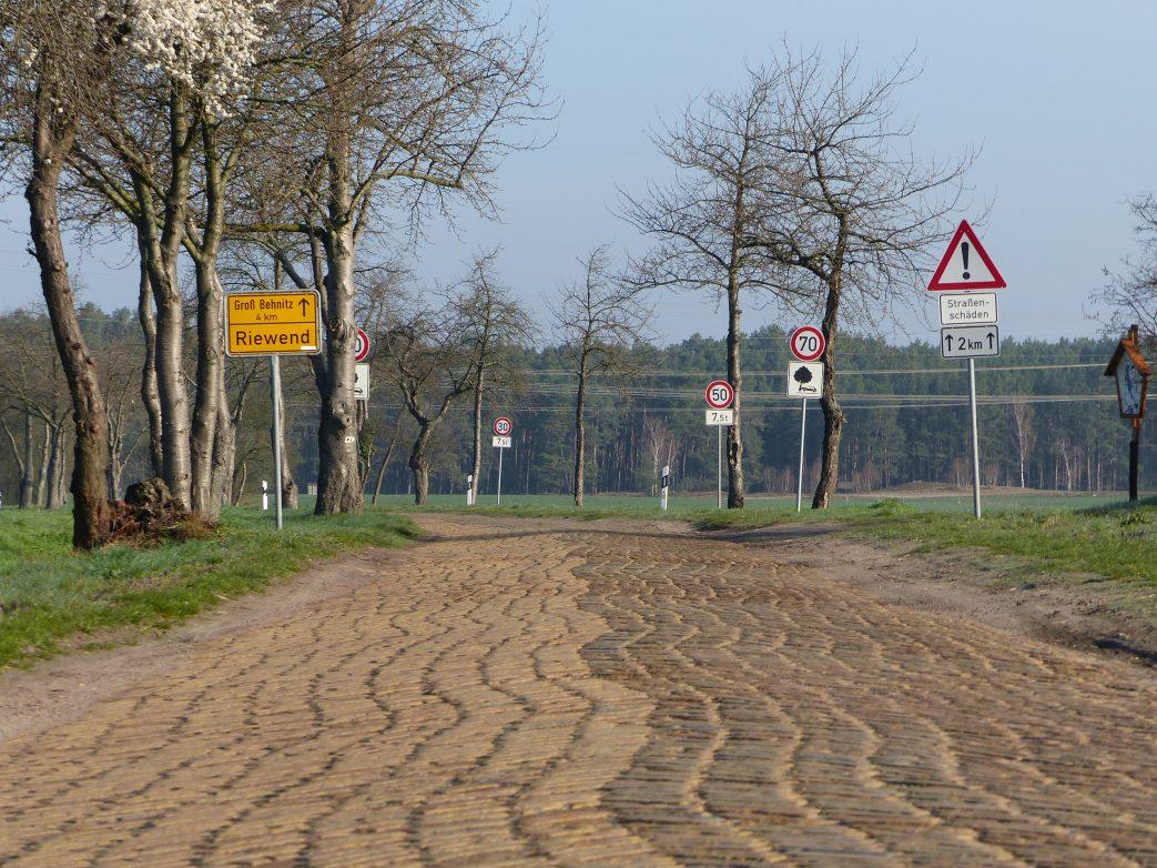 Eine alte brandenburgische Landstraße