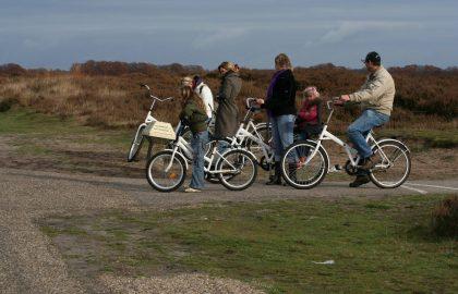 Mit den Leihfahrrädern durch den Park_ Quelle Nationale park De Hoge Veluwe