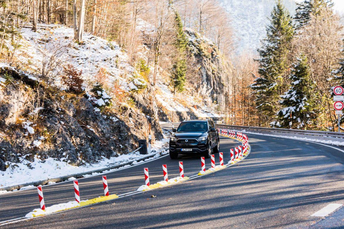 Beweist auch im Winter gute Kurvensicherheit, Foto: SsangYong_Motors_Deutschland_Rexton_Dynamisch_72dpi