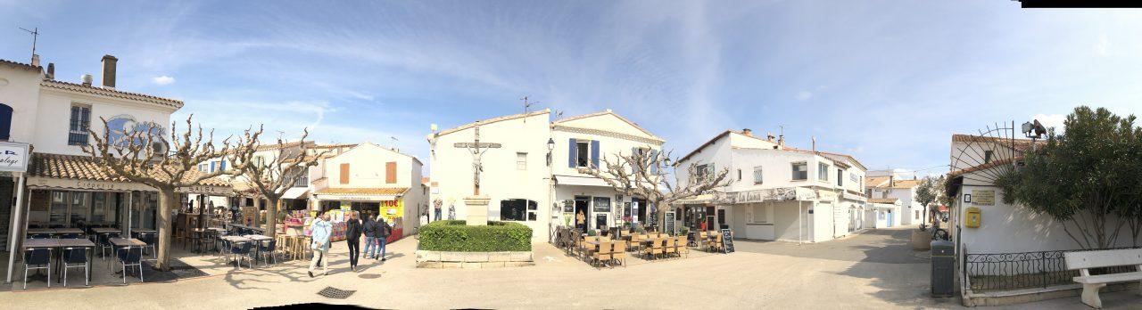 In der Camargue kann man sich auch im Cafe entspannen