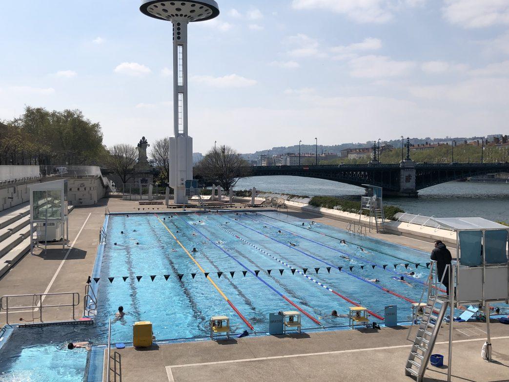 Ein Schwimmbad, direkt am Anleger der A-Rosa Luna