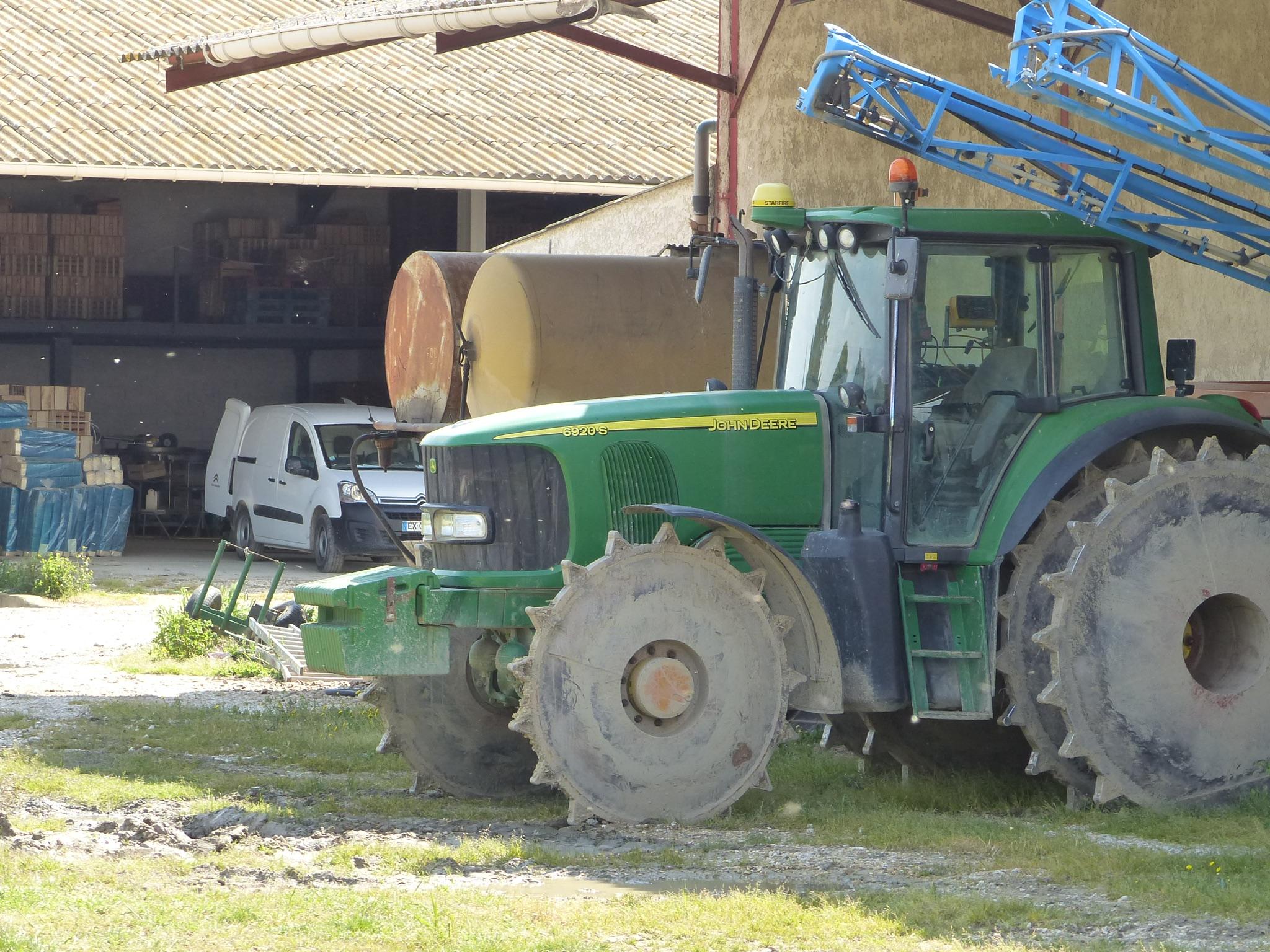 Traktor, für den Reisanbau geeignet