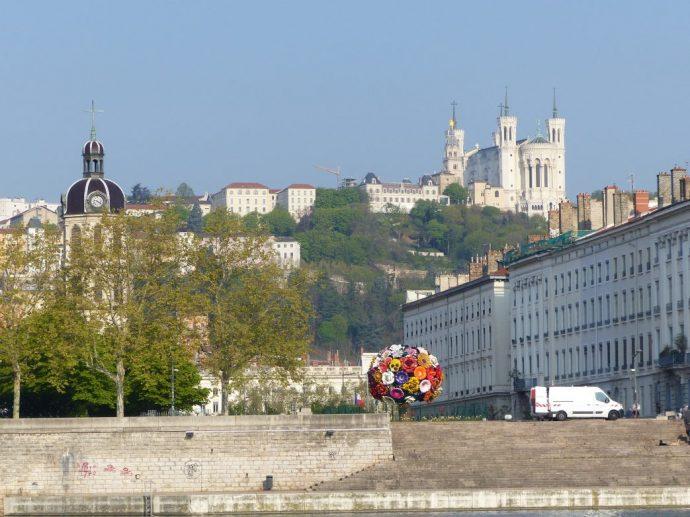 Rechts: die Basilika Notre-Dame auf dem Fourviere-Hügel