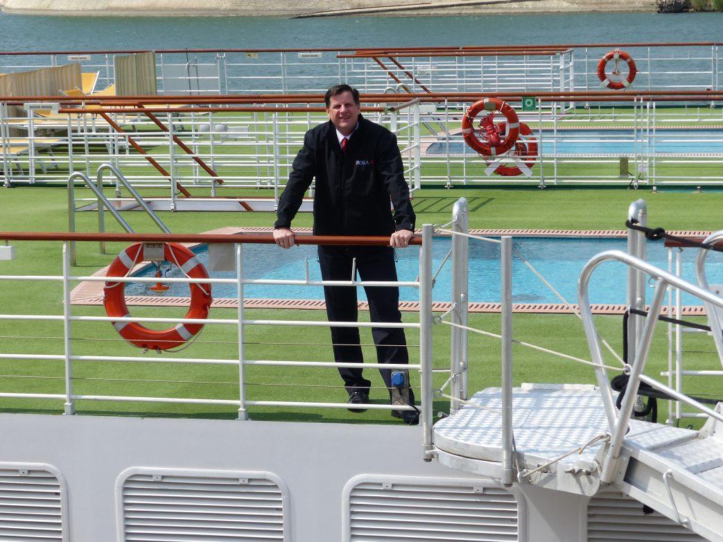 Hotelmanager Gerhard A. Schütz verabschiedet uns zum Ausflug
