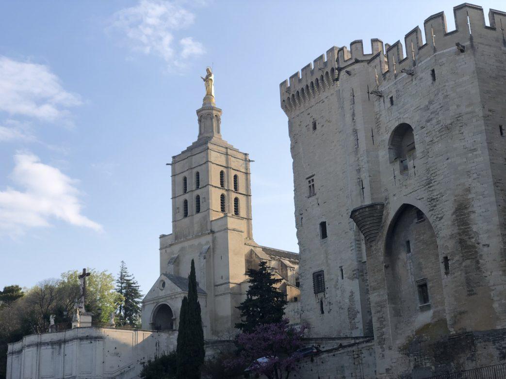 Kathedrale Notre-Dame mit Marienstatue