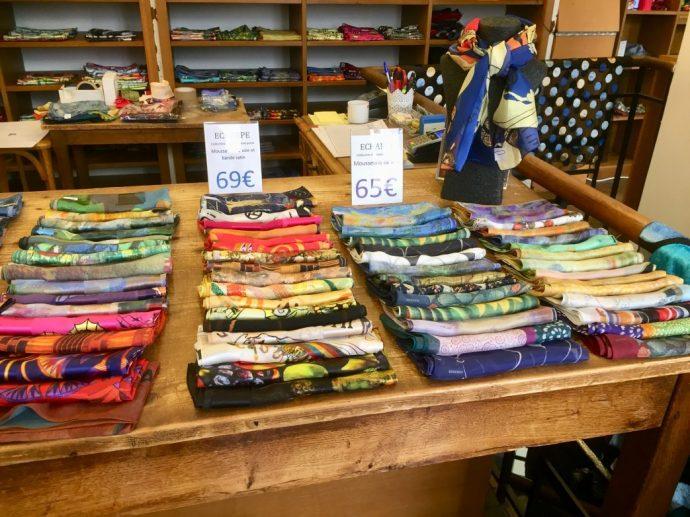 Schals in großer Auswahl und vielen Farben