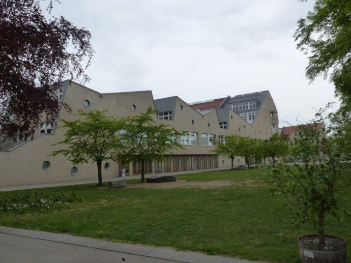 Blick auf Kulturzentrum mit Schulteil und Neo-Rauch-Galerie