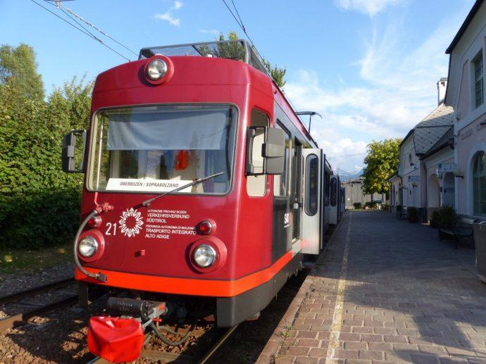 Die Rittner Bahn wartet schon in Oberbozen und bringt uns zurück nach Klobenmstein