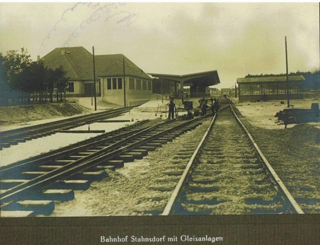 Blick von den Gleisen auf den Bahnhof in Stahnsdorf, Archiv Ihlefeld