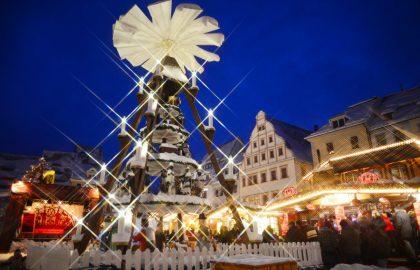 Weihnachten_Weihnachtsmarkt_Freiberg_Pyramide_blaue_Stunde_Wolfgang_Schmidt(1)