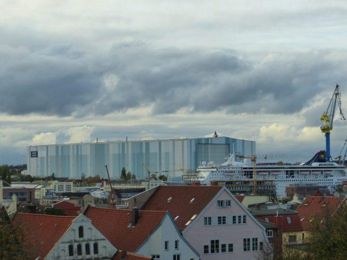 Blick auf die Halle von MV Wreften vom Radisson park inn aus