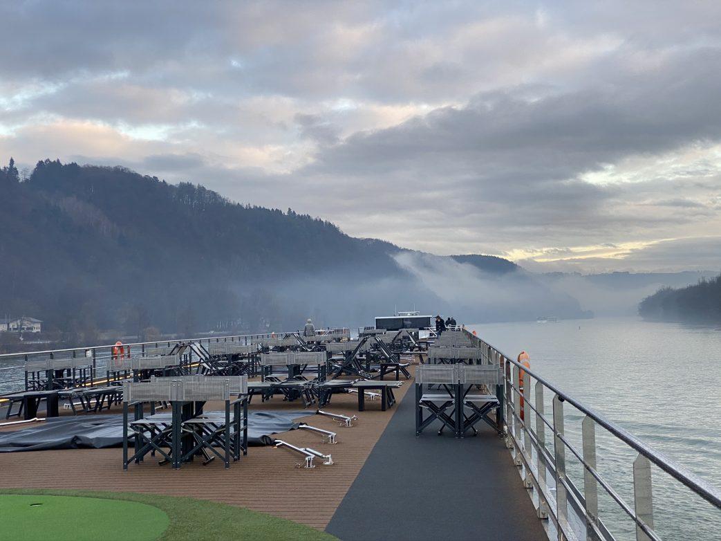 Los ging es 16 Uhr und der Nebel senkte sich über der Donau