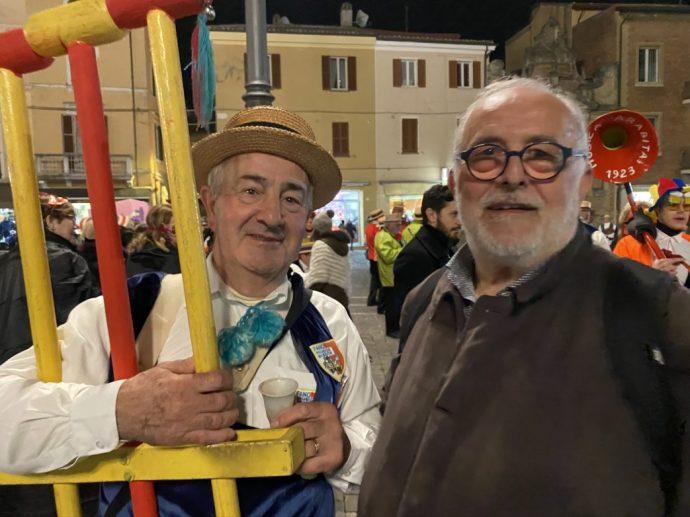 ein Karnevalist mit Präsident Adolfo Ciuccoli von TuquiTour Foto: Weirauch