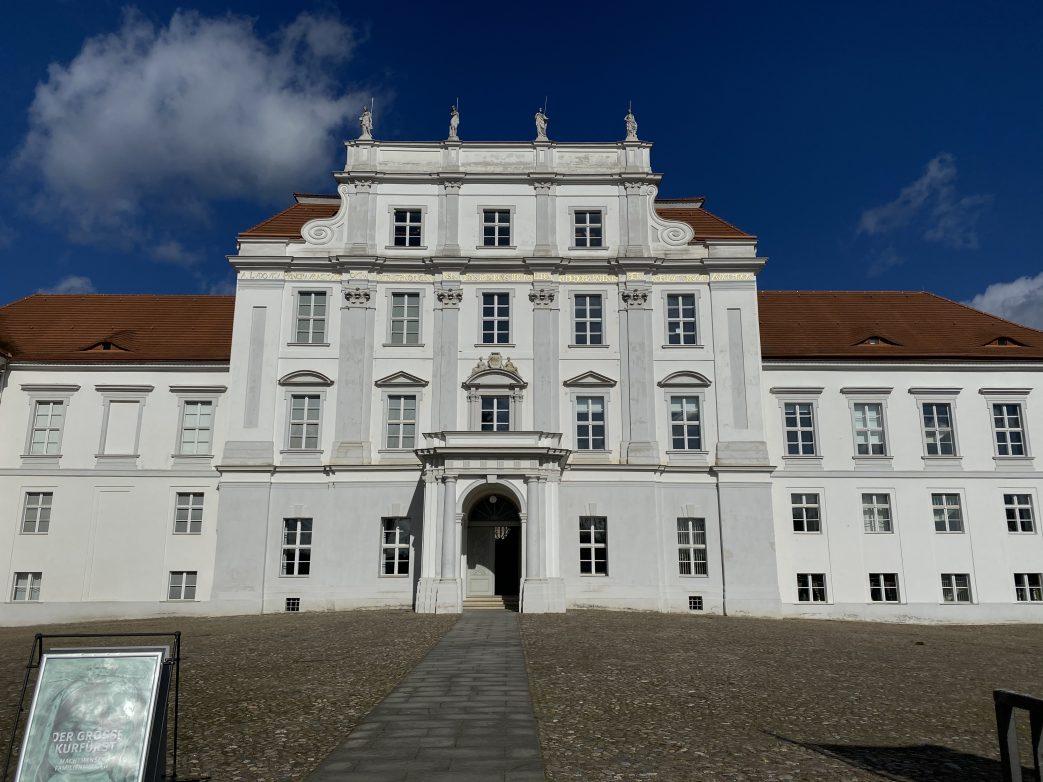 Blick auf Schloss Oranienburg Foto: Weirauch