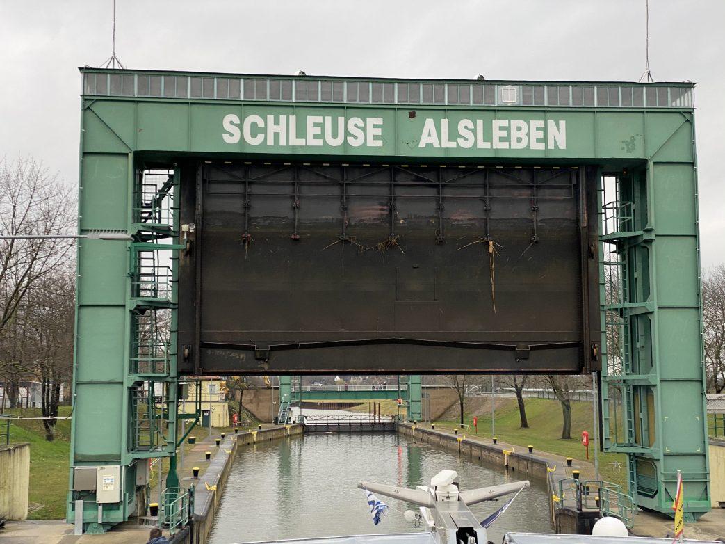 Einfahrt in die Schleuse Alsleben Foto: Weirauch