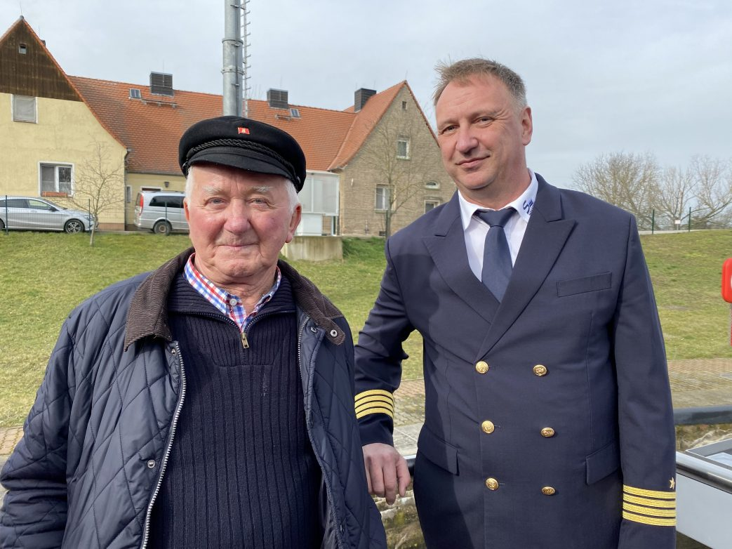 Lehrmeister und schüler: die Kapitäne Manfred Fabich und Peter Grunewald Foto: Weirauch