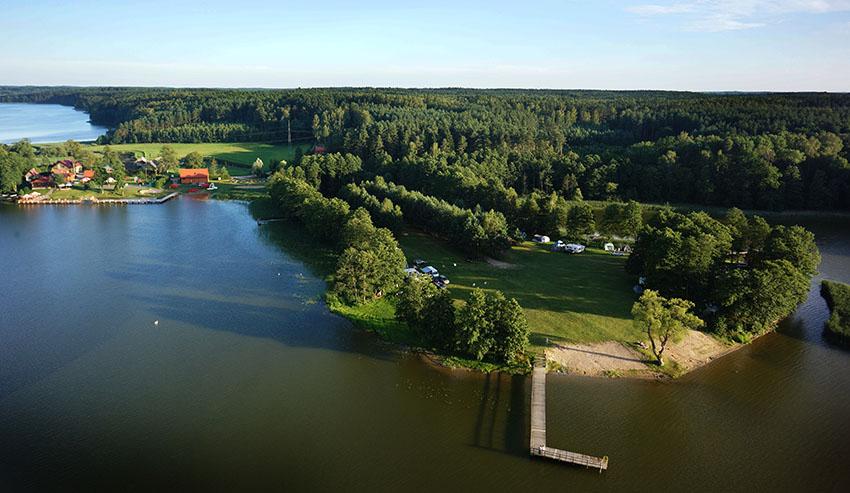 Im Ermland, im Nordosten Polens, liegt zwischen zwei Seen der 4-Sterne-Campingplatz Tumiany. Foto: Camping Tumiany