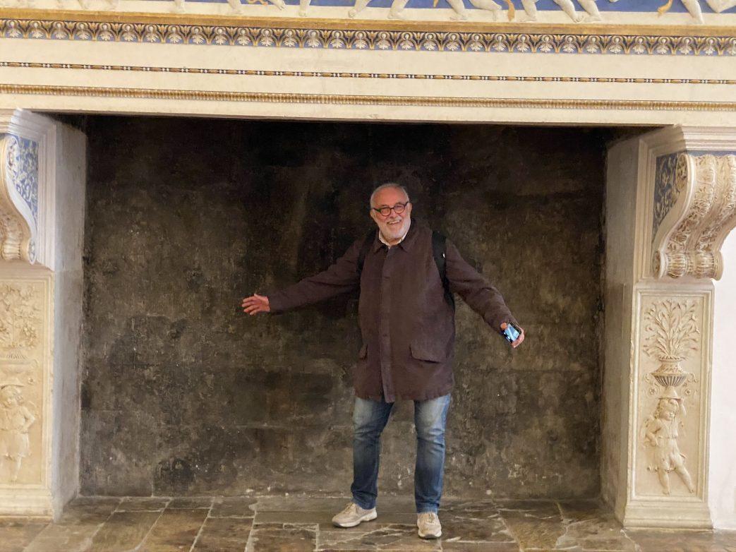 Adolfot im Kamin Urbino Marken