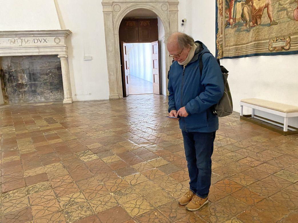 Der Mosaikfussboden im Palast begeistert den Berliner Kollegen