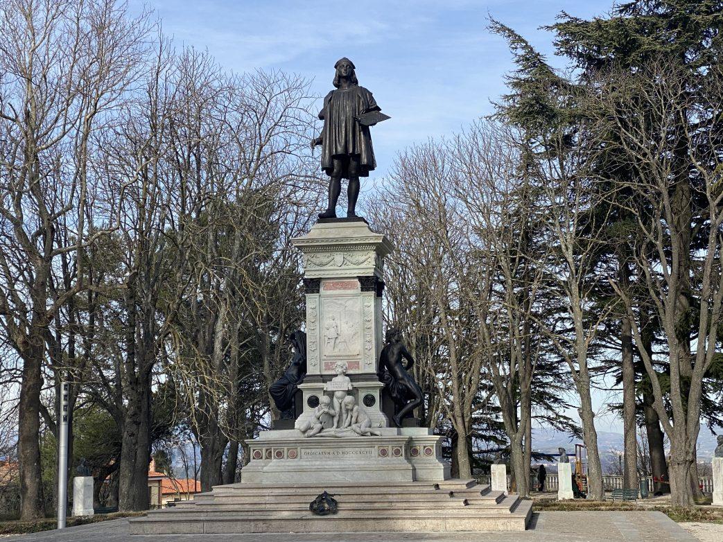 Denkmal für den bekanntesten Sohn von Urbino: Raffael