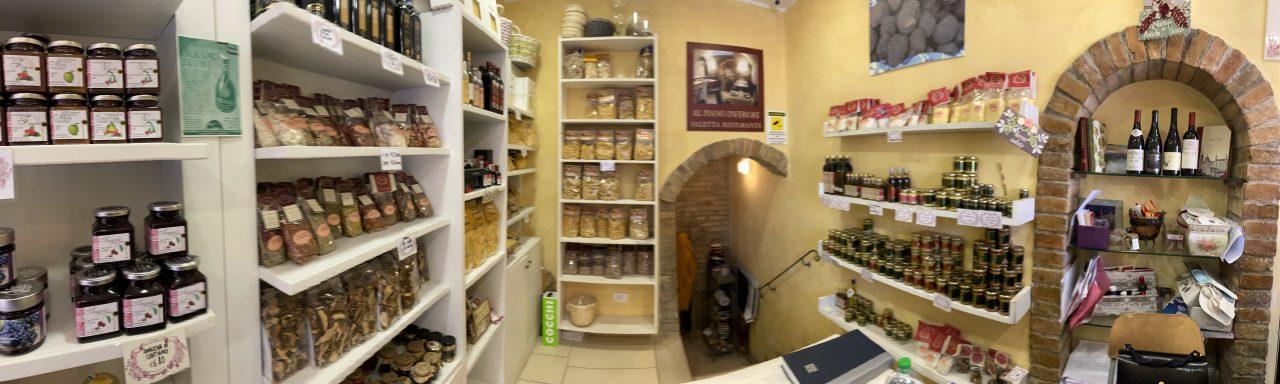 Cafe und shop in Urbio Foto: Weirauch