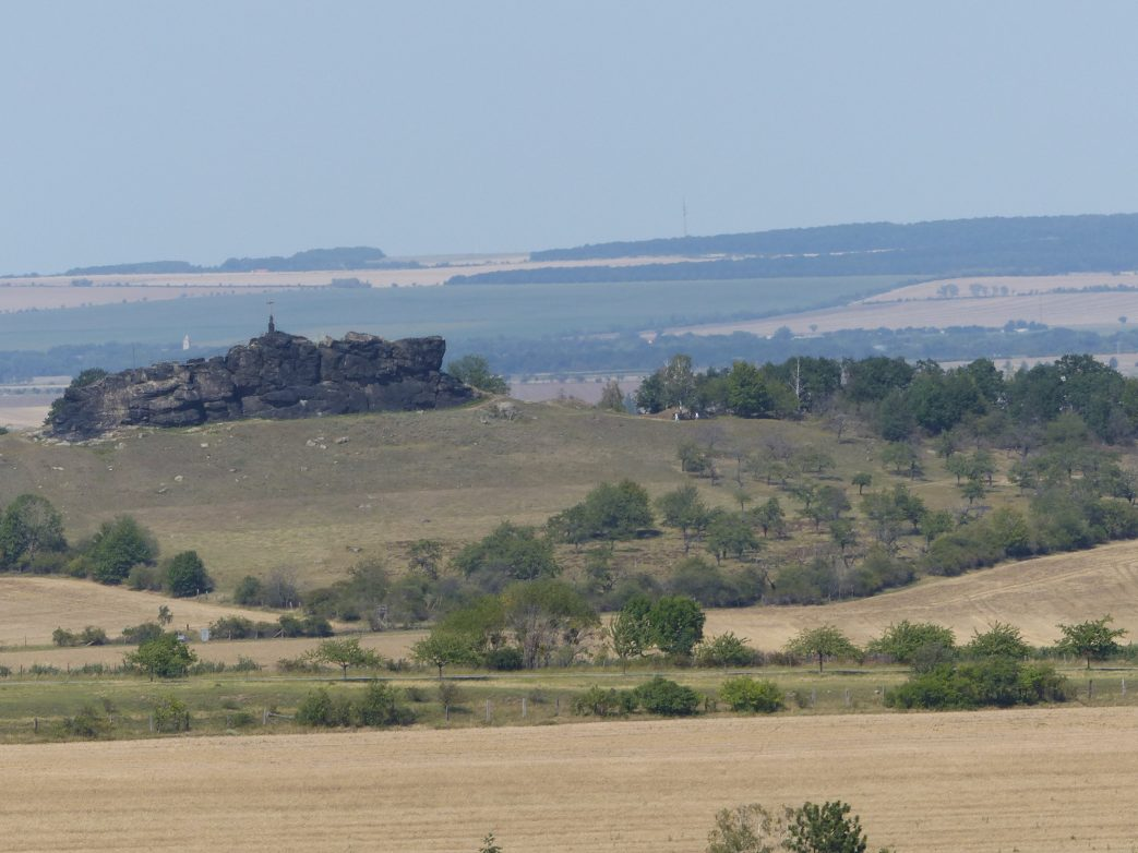 Blick von Schloss Ballenstedt auf die Gegensteine