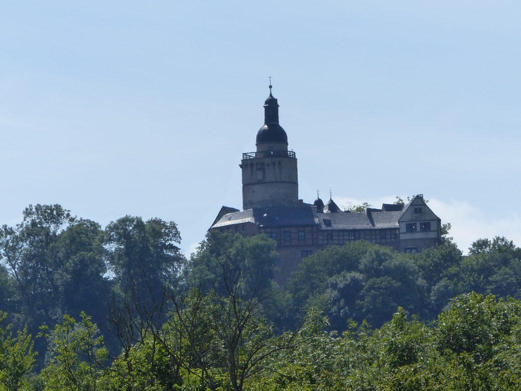 Burg Falkenstein hoch über dem Selketal