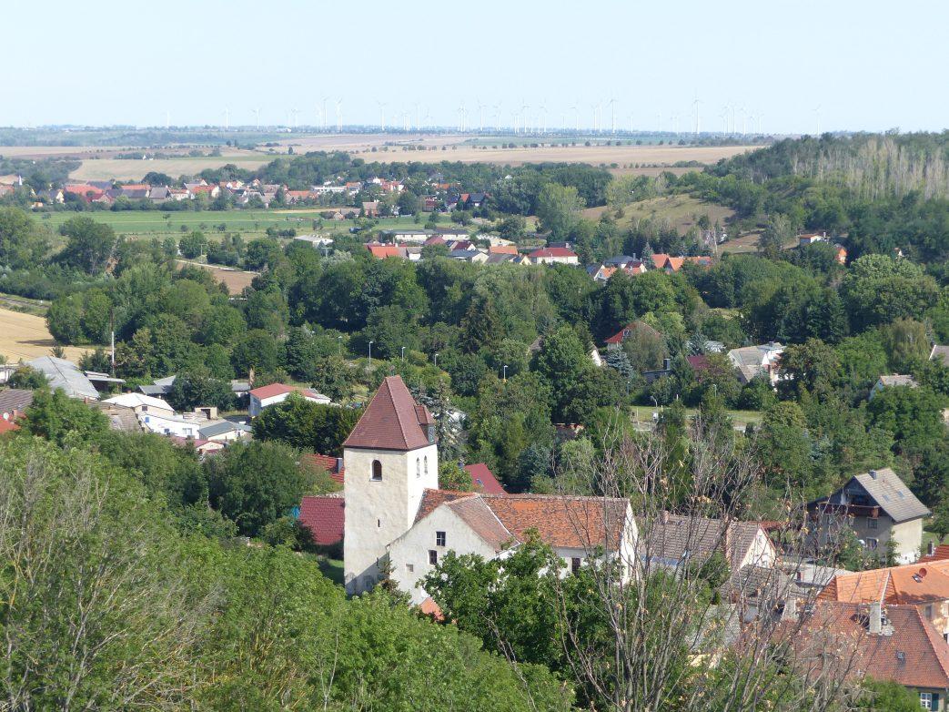 Idyllisches wippertal mir Winkelkirche von Freckleben bei Aschersleben