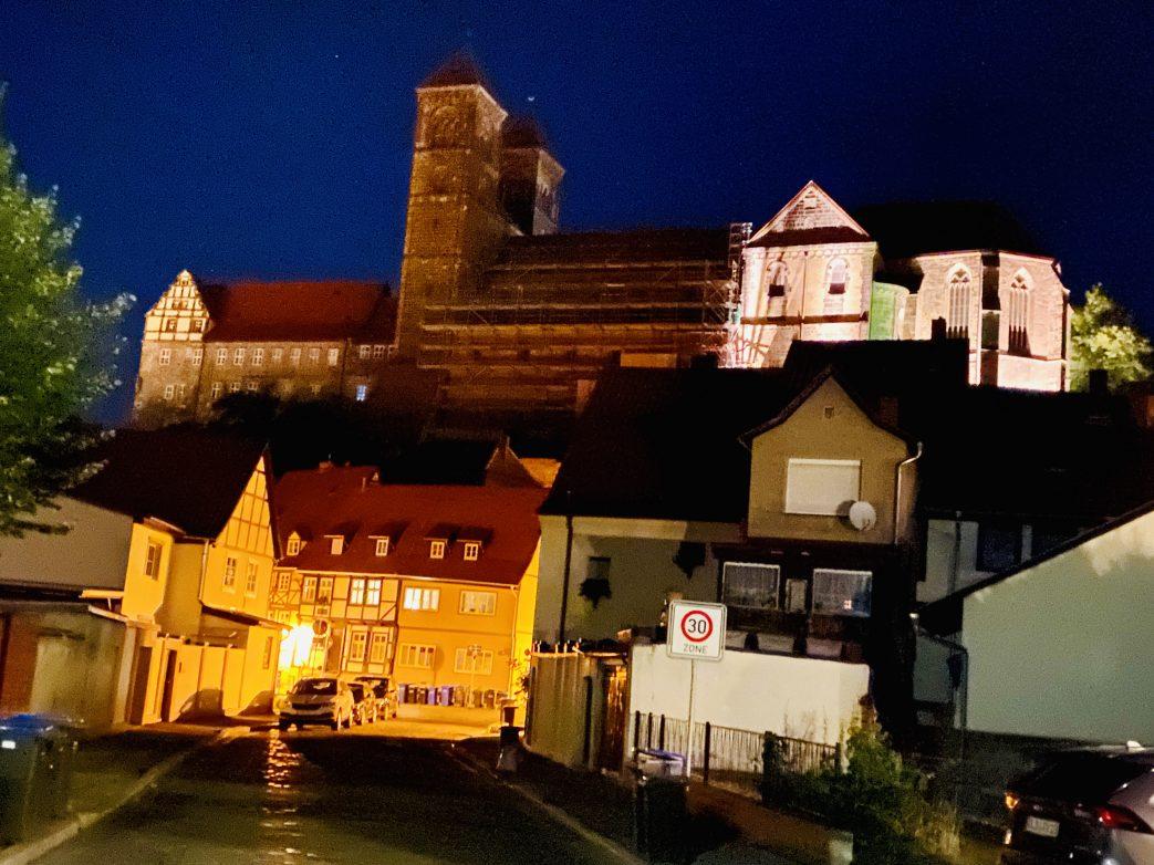 Blick auf Stiftskirche und Schloss