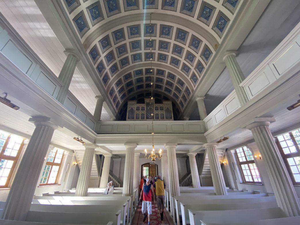 Blick in die Schinkelkirche von Nikolaiken