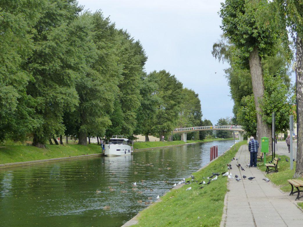 Der Kanal wird rege befahren