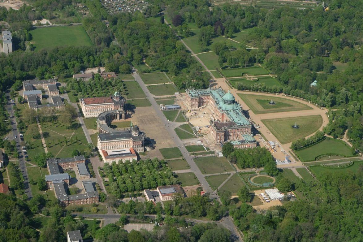 Blick auf Neues Palais im Park Sanssouci