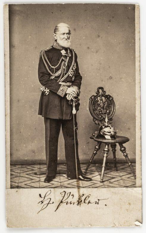 Fürst Pückler in Generalsuniform, um 1862, Foto: Stiftung Fürst Pückler Museum Branitz