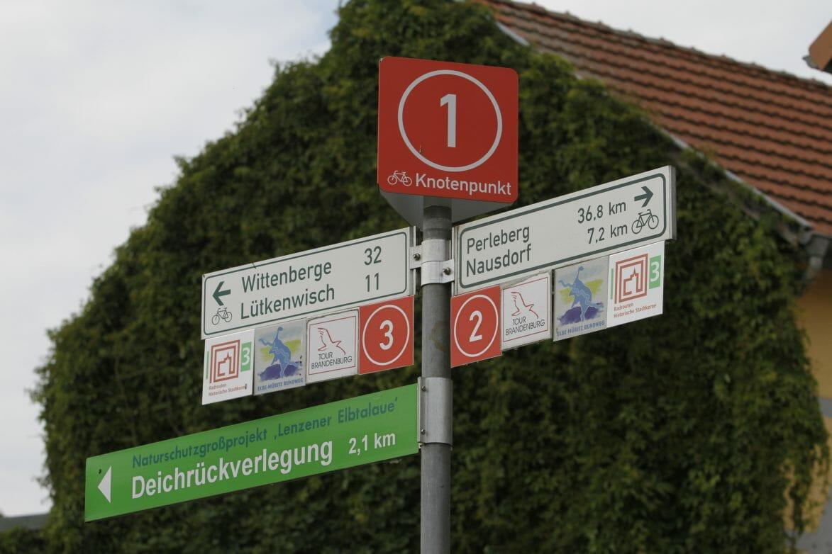 Knotenpunkt 1 an der Burg Lenzen (c) Tourismusverband Prignitz_Michael Richter